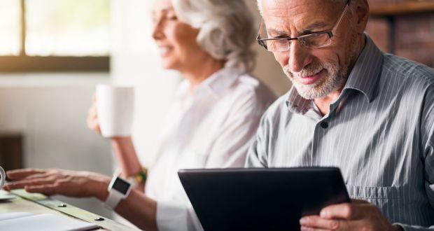 Apprendre aux seniors à utiliser la technologie